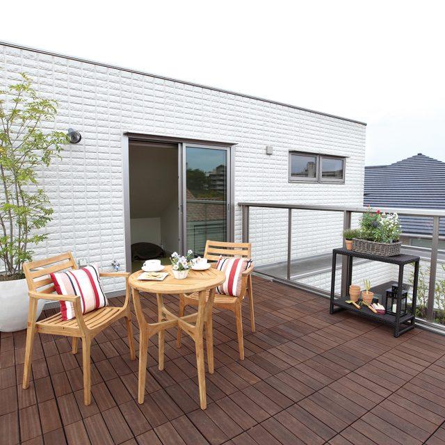 屋上に作るリビングガーデンで植物を飾る