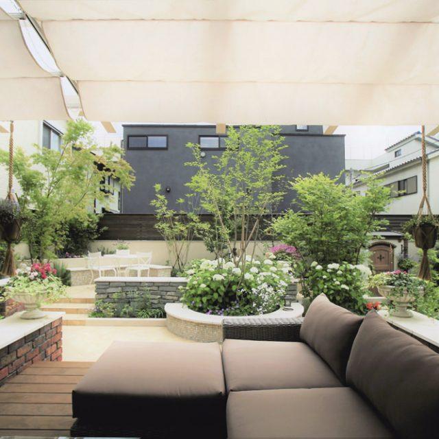 ポーチテラスカフェスタイルで庭で暮らせる空間に