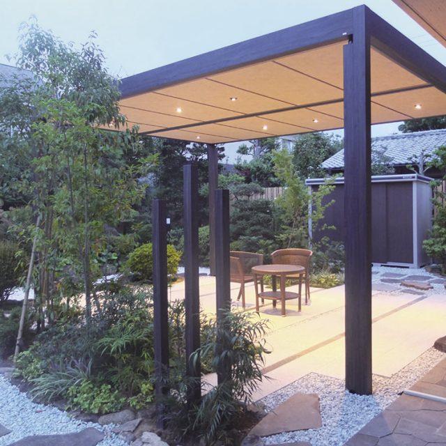 庭の雰囲気を壊さず高級感のあるホームヤードルーフ
