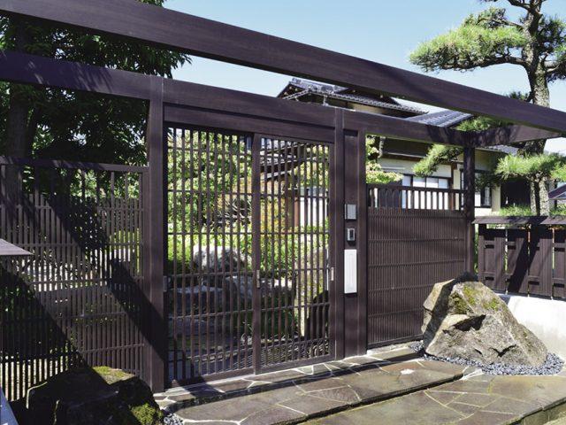 京町家色のホームヤードルーフを使い、訪問した人だけが実感できる和風空間に