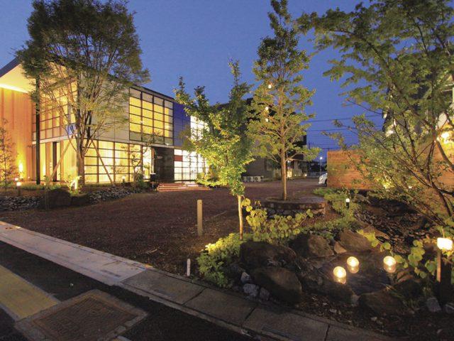 自然をテーマにした庭造りからの照明計画。魅せる夜の庭をプランニング