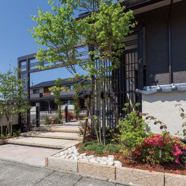 「和に馴染む街」をコンセプトにした2棟14世帯の集合住宅。和の風情が街の景観を彩ります