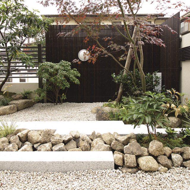 外観からは予想つかない趣のある和風モダンなお庭