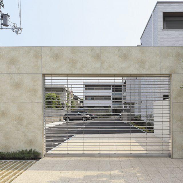 ファサードに大きな面が出る集合住宅のシャッター