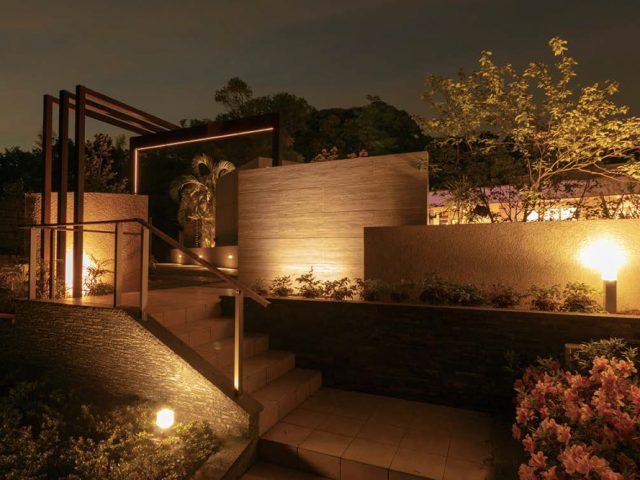 ライティングテクニックで夜間も植栽を美しく見せてくれます