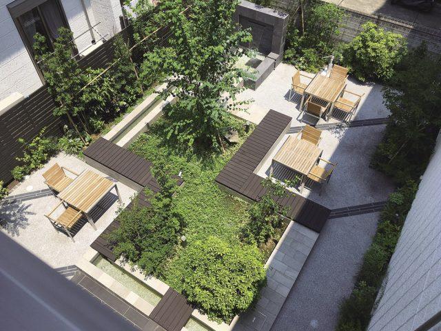 住民の憩いの場となる中庭に、四季を感じられる心地よいエクステリア