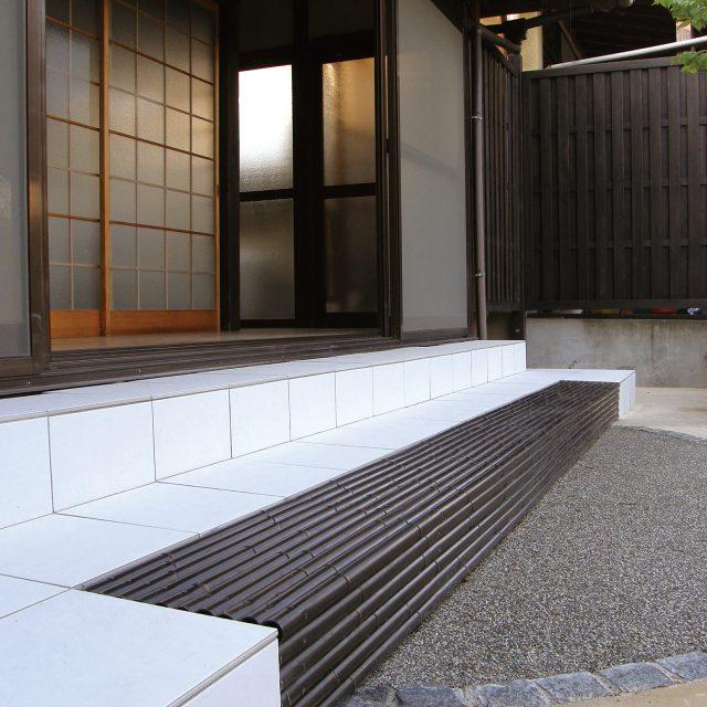 エコ竹(黒竹)をステップに使用した現場